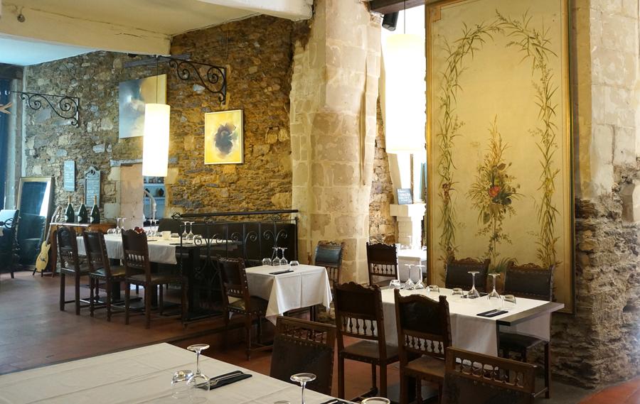 Salle principale du restaurant La souris d'anneau à Nantes